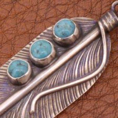 画像1: ナバホ族 ターコイズペンダント Vivian Jones ヴィヴィアン・ジョーンズ